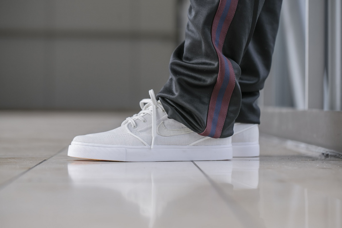 1159a7f7ad NIKE SB Zoom Janoski Canvas Deconstructed. sail/fossil-vintage coral  (AH6417-100)